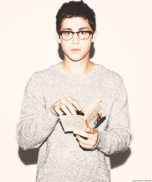 22/40 pictures of Logan Lerman. Pt 2