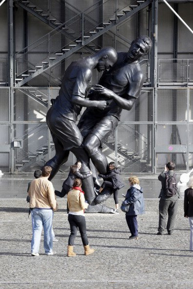 Statue called 'Headbutt,' now located outside of Pompidou Museum. Features soccer legend Zinedine Zidane headbutting Marco Materazzi in 2006 World Cup.