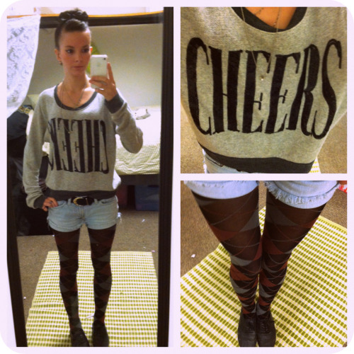 OOTD. my favorite tights and sweat shirt :) Cheers!!