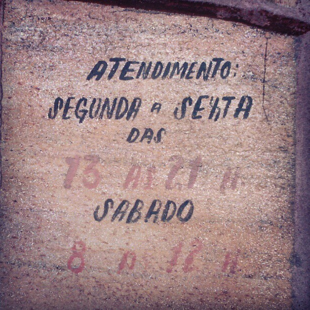 #type #typography #typevstime #handwritten #painted #stone #wall #wallporn #sign #signage #urban #city  (Publicado com o Instagram)