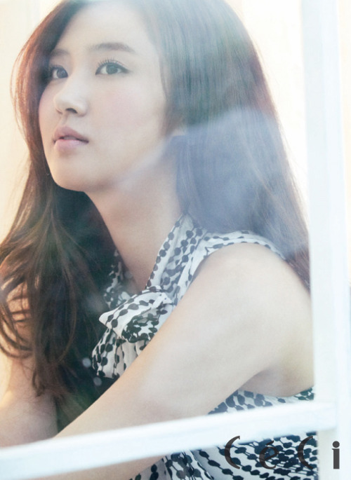 Ceci Korea Model: SNSD's Yuri