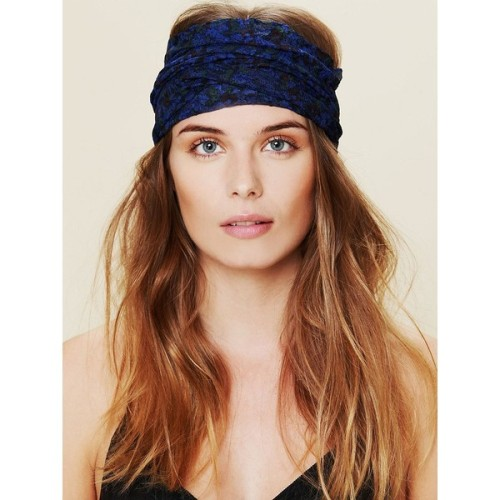 Free People hair accessory   ❤ liked on Polyvore (see more floral hair accessories)
