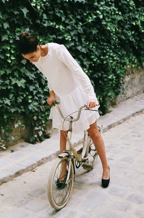 preciousdailyoutfits:  Romantic white dress, with low waits and collar.