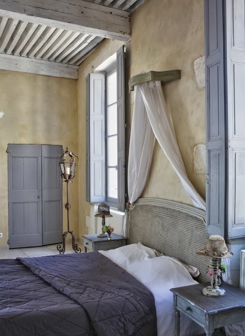 a bedroom in Provence