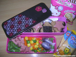 Bento for 10/04/2012 TLG liked the practice onigiri I made so much she requested them for her lunch bento today :3 I made these with the more traditional triangular shape (albeit smaller) with one of the silicon cups I got from Saizen.  Mixed teriyaki tuna onigiri Star-cut Spam slices Steamed green beans, peas, carrots, corn Diced Spam Tonkatsu sauce Corn & cheese rice crackers Chocolate-filled mini cookies  Pinagkaguluhan daw ng friends nya because they're so cute ^_^