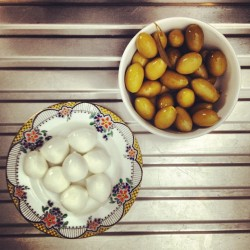 Little snack! #olives #mozzarella #infoodwetrust  (Scattata con Instagram)