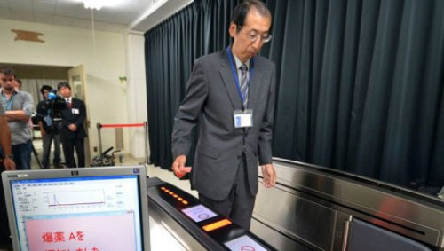 Japan shows bomb-detecting plane ticket readerThe new detector sucks in air around travelers and scans for any explosive substance residue. The entire process only takes a few seconds.