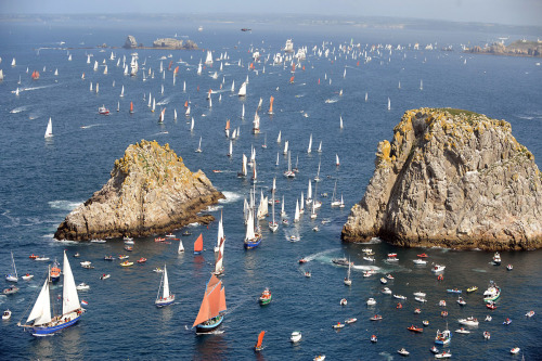 """800,000 people, 1000 boats, 6 festival days: Les Tonnerres de Brest, 2012"""