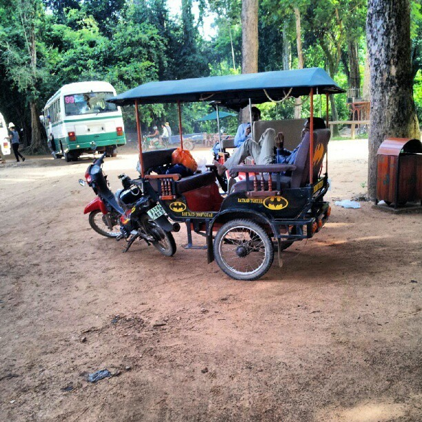 Batman #TukTuk  !!  #AngkorArcheologicalPark #SiemReap #Cambodia #vehicle #traditionalvehicle #traditional #nofilter #froyolava #instagram #instagramer #instagramers #instamood #instadaily #instadroid #instapop #instagood #instago #instagroove #andrography #andrographer #fotodroids #fotodroindo #droidkameraindo #bestoftheday #picoftheday #photooftheday #ig_nesia #photodroids #dailyfeature #instagramers  (Taken with Instagram)