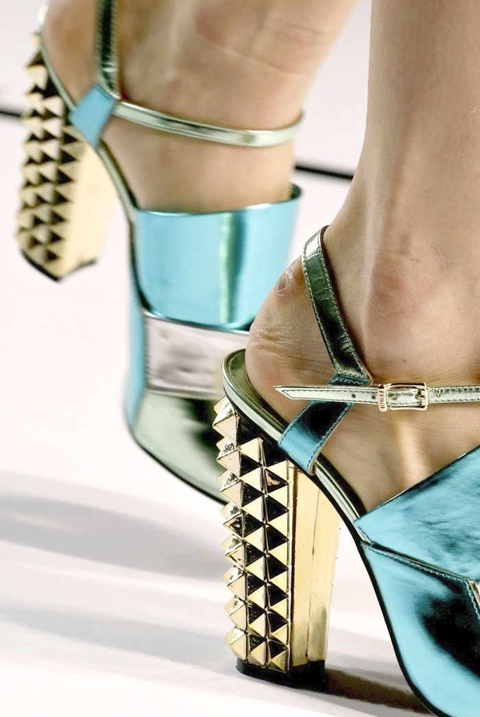 deus-e-x-machina:  Fendi SS 13