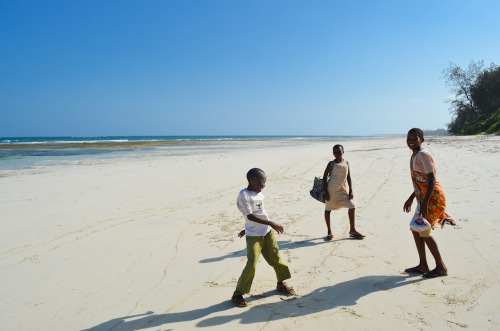 mollyinkenya:  Beach Dance. Photography by mollyinkenya.