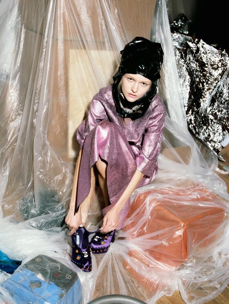 Bubble Wrap Princess Please Magazine Anni Jurgenson por Greta Ilieva. Estilismo de John William. ….. Anni Jurgenson by Greta Ilieva. Styling by John William.