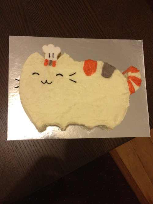 weareallaverage:  Ta da. Pusheen cake. Complete with chef's hat. :-)