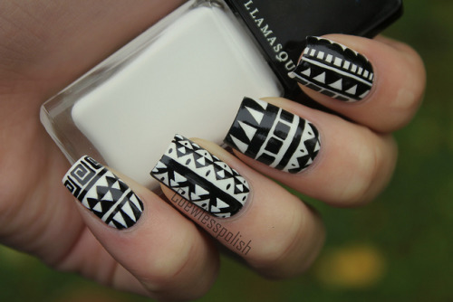 nailsbycoewless:  Black/Whtie Tribal on Flickr. I love these. Inspired by a shirt from H&M!www.coewlesspolish.wordpress.com
