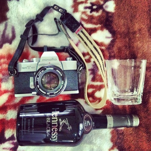 My kinda Thirsty Thursday 🍸#hennesyblack #cognac #minolta #minoltasrt101 #35mm #filmcamera  (Taken with Instagram)