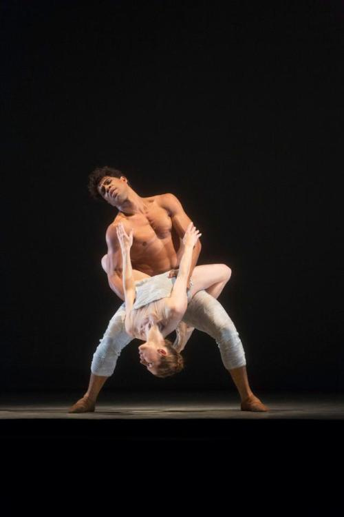 thedailyballet:  Carlos Acosta and Leanne Benjamin in Machina, Metamorphosis: Titian 2012.  Photo by Tristram Kenton.