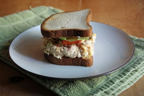 veganrecipecollection:  (via The Vegan Chickpea: Chickpea Salad Sandwich)