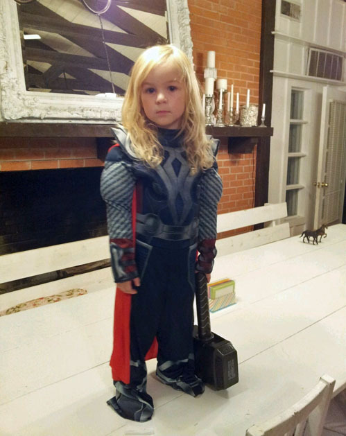 nanosaurus:  tastefullyoffensive:  Mini Thor[via]    golly, this is adorable.