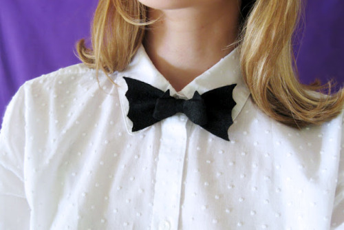 DIY bat bow tie from Wear The Canvas.
