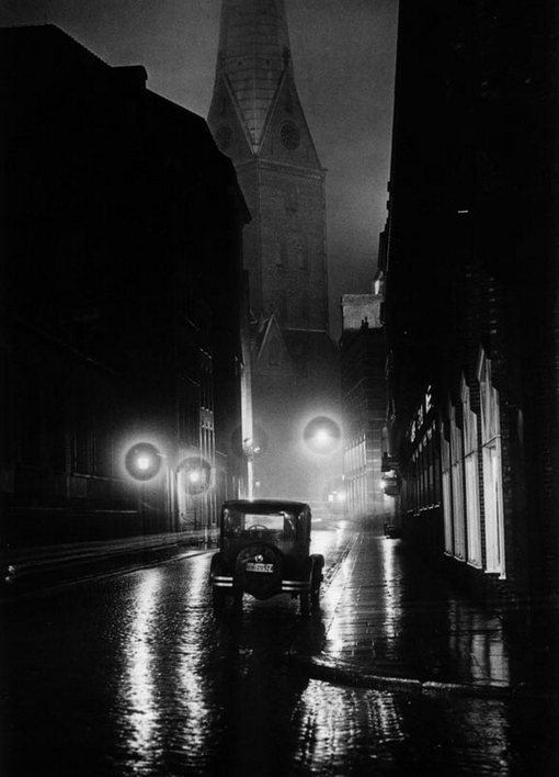 wehadfacesthen:  Hamburg, 1930, photo by Andreas Feininger