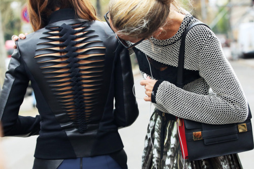 billidollarbaby:   Paris Fashion Week Streetstyle Click HERE for more inspiration