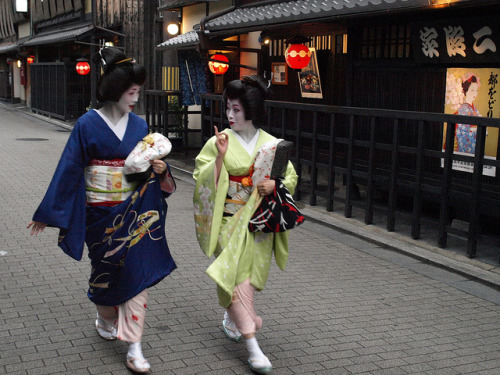 Geiko Takasuzu on the left and Geiko Makiko. Takasuzu quit earlier this year