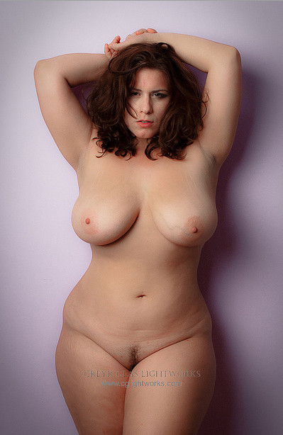 wide-hips:  Love those girls with those wide hips! http://wide-hips.tumblr.com/