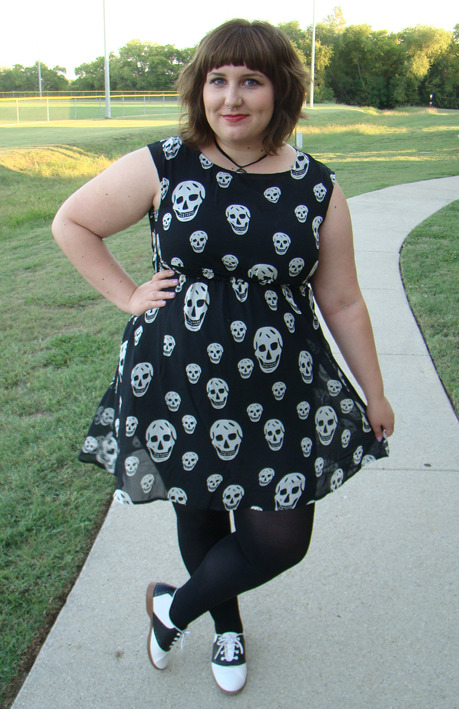 molix:  Check out my new chiffon skull dress at my blog! LOVING IT. [Details]  Eek, love it!!
