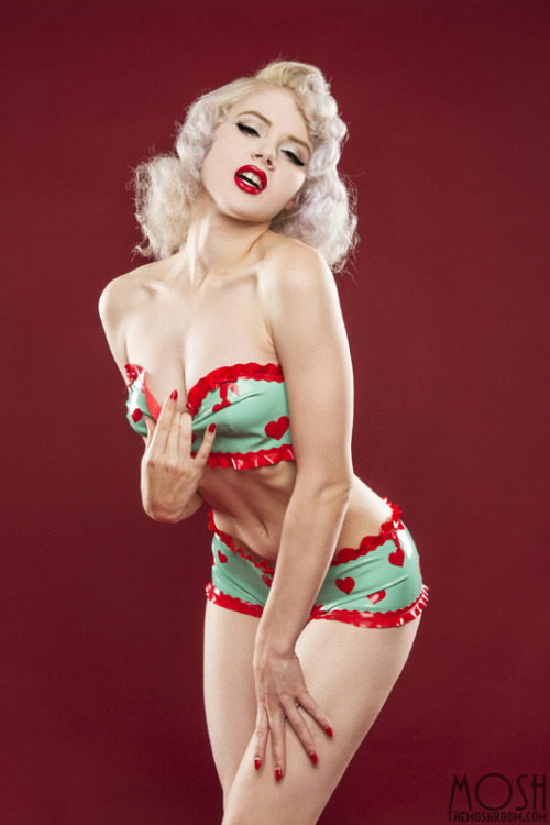"""Hotsy Totsy"" by Rodney Mickle - Latex by Zitronenroellchen  Latest members only set on TheMoshRoom.com"
