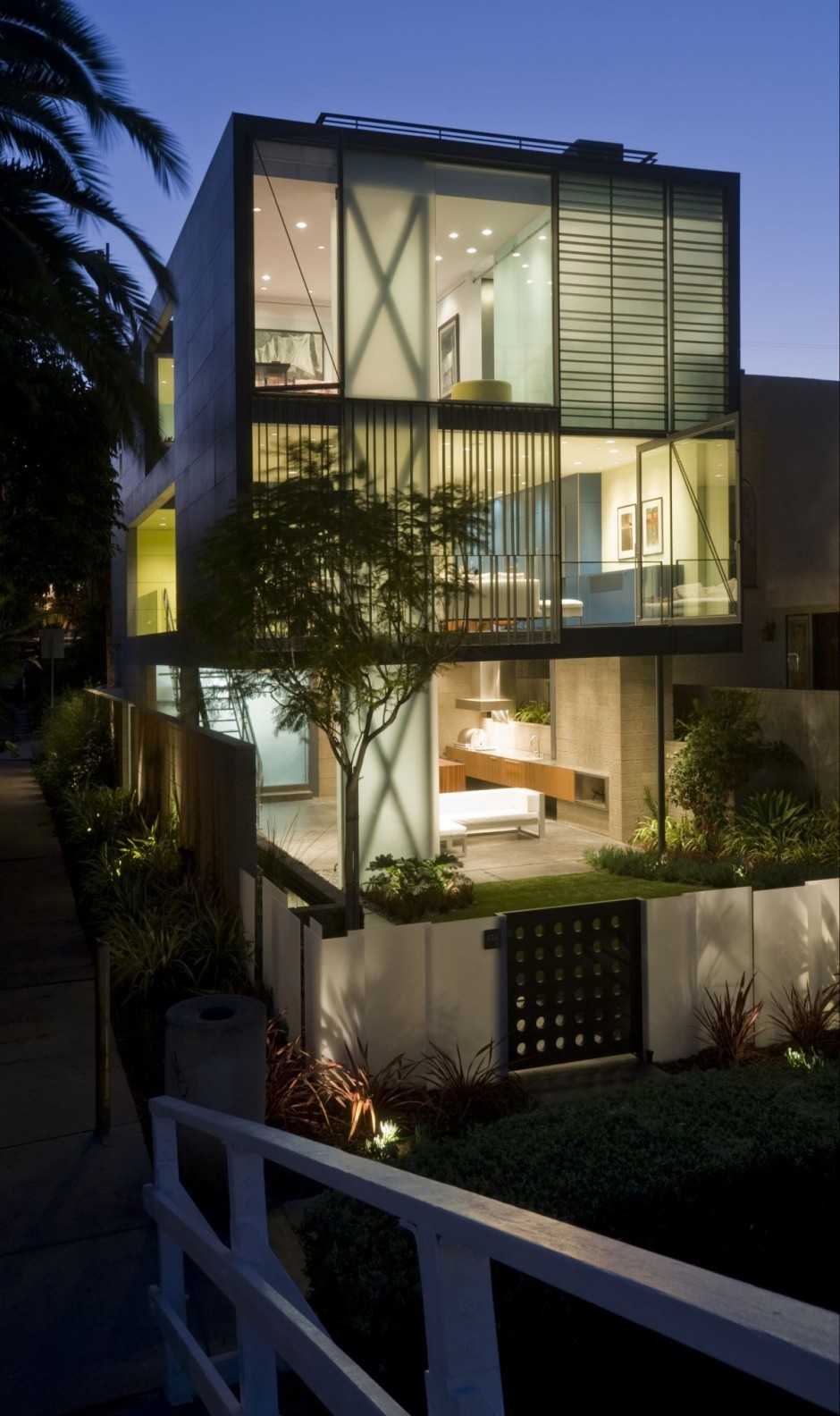 The Hover House 3 By Glen Irani Architects