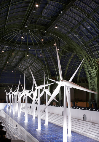 These wind turbines were the runway centerpiece of the über-chic fashion Chanel Show at the Grand Palais, Paris, October 2nd. More pictures and videos of fashion models and their trainers, here.