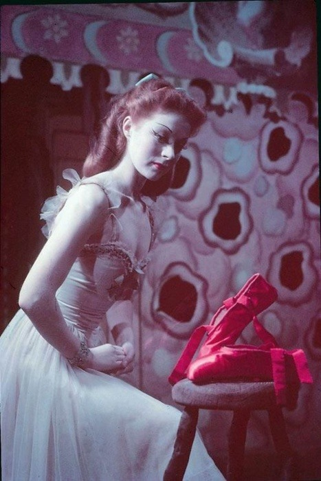 louisepandora:  Moira Shearer, The red shoes (loooove this one)