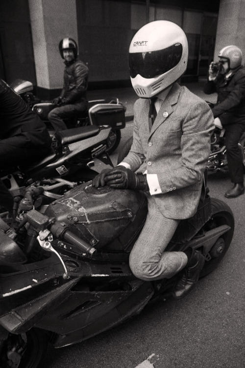 So I went on the distinguished gentlemens ride in London.  Wasnt sure about it beforehand, but ended up having a great time.  Here is a really self indulgent photo of me on the rat, photo knicked from the sideburn blog.  Lots of absolutely beautiful machines and lovely people.  Cant wait for the next one!