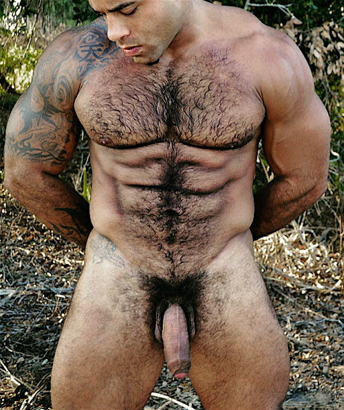 bannock-hou:  this guy! DAAAAMN! muscled, hairy, wet!! uncut! thick dark bush!