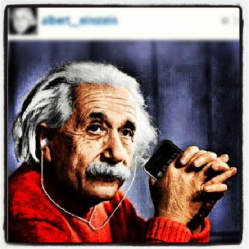 Albert Einstein #Apple  (Tirada com o Instagram)