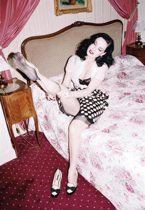 ELLEN VON UNWERTH \ DITA VON TEESE \ ABOVE MAGAZINE \ MARCH 2005