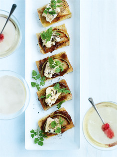 Perfect autumn appetizer:  blue cheese and caramelised onion brioche - donna hay