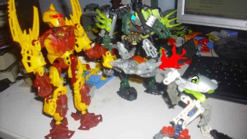 yudroniscrazy:  kotrix(the white matoran) likes to smoke, well… thats it!   -Admin 2
