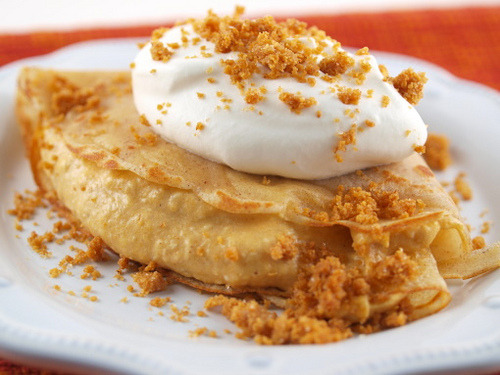 yummyinmytumbly:  Cinnamon Crepes with Spiced Pumpkin Mousse and Graham Crumble