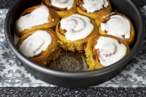 feeling-food:  pumpkin cinnamon rolls    recipe :D