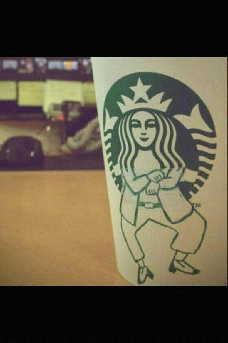 collegehumor:  Oppa Starbucks Style Ayyee, sexy latte!  Jajaja awebo!