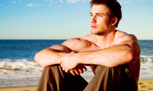 neurowolf:  ifyouseecourtney:    9-10/50 pictures of Chris Evans that make me asdfghjkl    Hmm… the art of asdfghjkl.