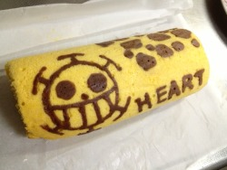 kuro-hachi:  Roll cake. Get it? ロール ケーキ? Get it? Ahahaha. *rolls to a corner*