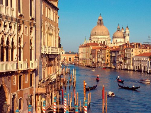 Mass rally in Venice to call for independence from Italy  Two centuries after Napoleonic forces snuffed out the 1,000-year Venetian Republic, Venetians are once again aspiring to become an independent state.