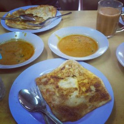 #breakfast  #Asian #food #Indian #halal #curry #prata #Singapore #famous #tea #beverage  (Taken with Instagram)