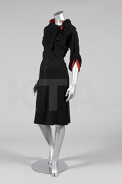 Day dress, possibly by Jean Patou, 1935 France - Bust is 86-92cm/34-36in, about a size 8-12 UK/4-8 US. Click to go to the absentee bidding page.  This Kerry Taylor auction will end October 16th at 2:00 PM GMT (9:00 AM EST).  You will need to register to bid ahead of time.