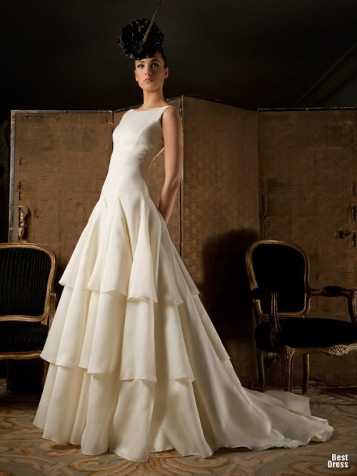 http://www.molaposh.com/2012/10/franco-quintas-2012-bridal-collection.html