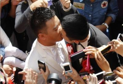 "gaywrites:  China saw its first-ever public gay wedding this month between Lu Zhong and Liu Wangqiang. ""With the newly-weds attracting as many as 1000 onlookers, according to the West Strait Morning Post, Liu Hua-sheng, a well-wishing taxi driver, described the scene as being 'grander than the Chinese New Year.'"" More.   Happy endings are overrated. But, in this case, I'm glad they got one. Best of luck to the both of them."