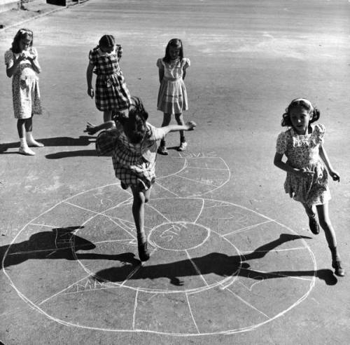 bygoneamericana:  Girls playing hopscotch in the street. New York, 1947. By Ralph Morse