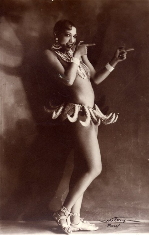 Josephine Baker performing her Banana Dance at the Folies Bergère in Paris, France c. 1927 Pantone Banana from Malesoulmakeup